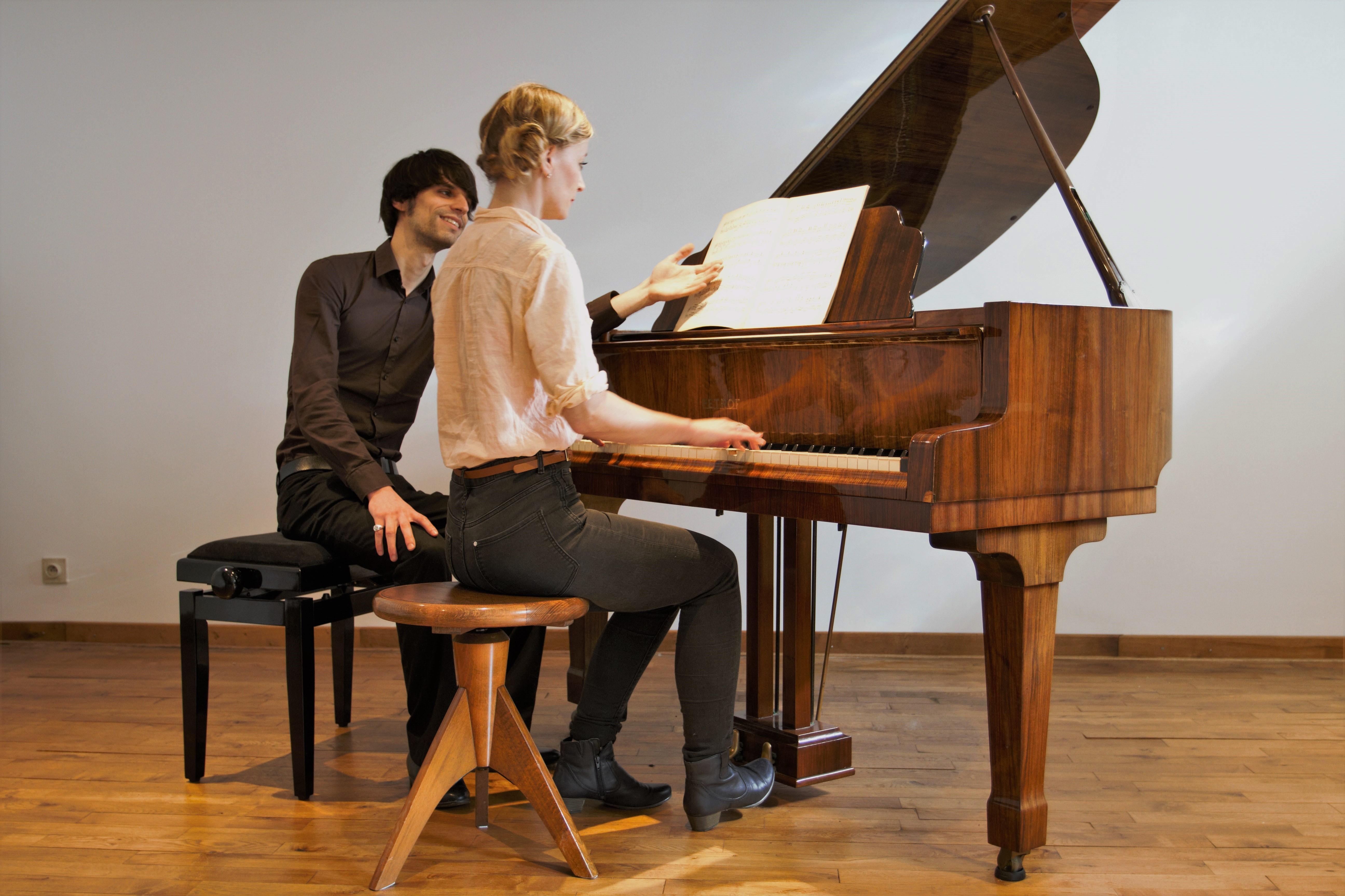 Vleugelpiano. Pianolessen Regio Leuven, Muziekschool en onderwijs, Privéles piano door Pianoleraar Hannes Adriaens